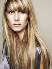 Fryzury: długie blond pasemka
