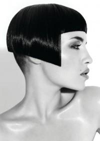 asymetryczny bob czarne włosy
