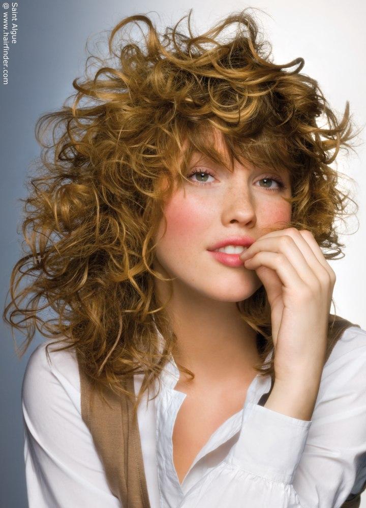 Ciemny Blond Kręcone Włosy Fryzury Galeria