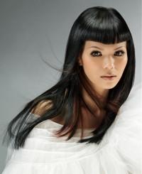 czarne długie włosy proste z grzywką