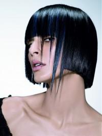 czarne półdługie włosy cieniowana kleopatra