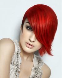 czerwone półdługie włosy