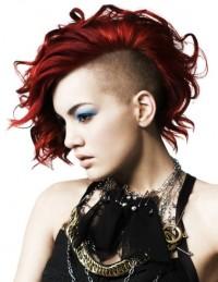 czerwone włosy wygolony bok