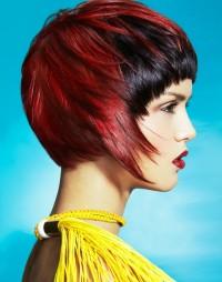czerwone włosy z czarną grzywką