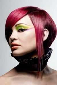 czerwono-wiśniowe włosy