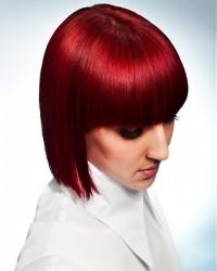 lśniące czerwone włosy