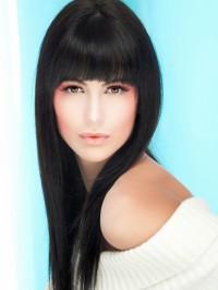 piękne czarne długie włosy z grzywką
