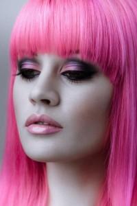 rożowe włosy