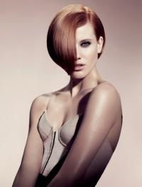 rude półdługie włosy,