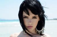 soczysty czarny półdługie włosy
