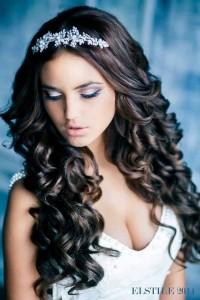 romantyczna fryzura ślubna z długich włosów