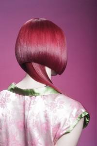asymetryczny nietypowy bob, czerwone włosy
