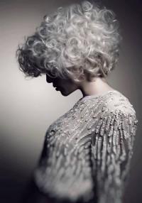 burza blond włosów, platynowy blond, skandynawski blond