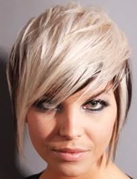 krótka fryzura, platynowy blond, cieniowane włosy
