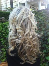 długie blond loki