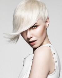 skandynawski blond krótkie włosy