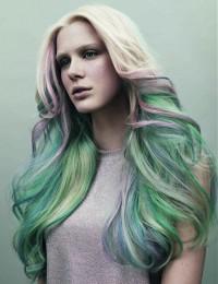zielone długie włosy