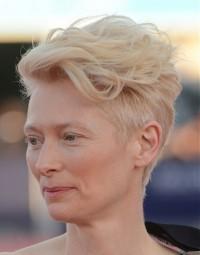 fryzury gwiazd, krótkie blond włosy
