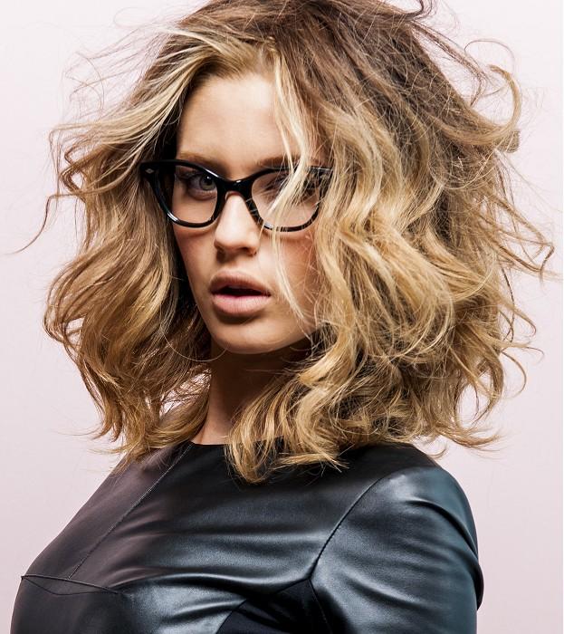 Włosy Kręcone Do Ramion Fryzury Galeria