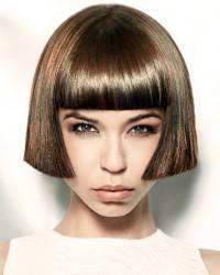 fryzura na Kleopatrę