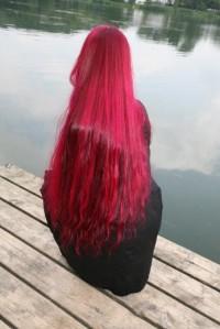 długie czerwone włosy