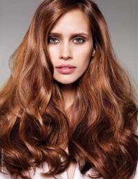 jasnobrązowe długie włosy