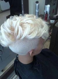 super krótka fryzura, wygolony bok