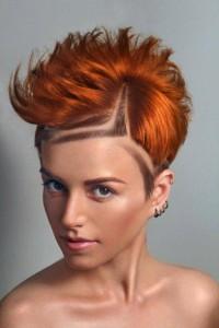 fantazyjnie wygolone włosy