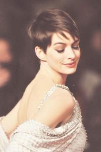 fryzura Anne Hathaway