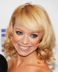 złoty blond kręcone włosy