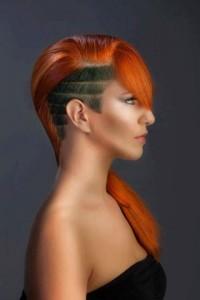 długie rude włosy z wygolonym bokiem