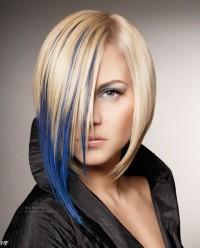 Blond z niebieskimi pasemkami