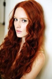 długie rude włosy