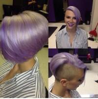 fioletowe włosy, wygolony bok