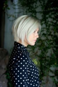 włosy blond sięgające brody