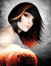 Asymetryczny bob. Czarne włosy z akcentem w postaci kolorowych pasemek. Dla kobiet odważnych.