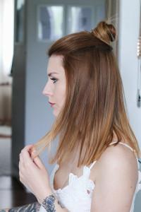 Pół kok i rozpuszczone włosy