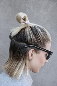 Pół kok na półdługich włosach