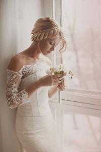 Romantyczna fryzura ślubna z warkoczem