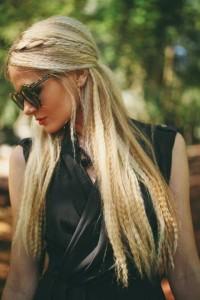 karbowane długie włosy