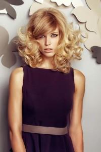 puszyste blond włosy