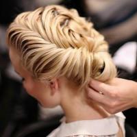 Długie włosy – jakie fryzury można z nich zrobić? Sprawdź!
