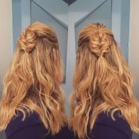 rozpuszczone włosy z warkoczem