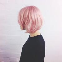 delikatnie różowy blond