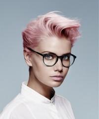 włosy w kolorze pudrowego różu