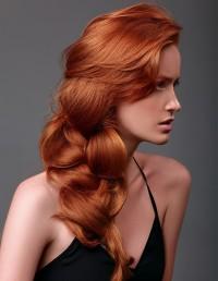 puchate rude włosy, warkocz