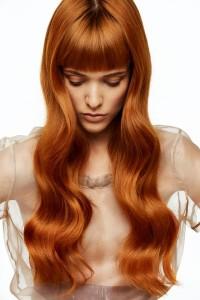 rude błyszczące włosy