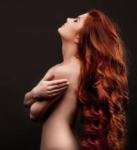 dużo dużo rudych włosów
