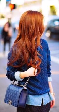 błyszczące rude włosy