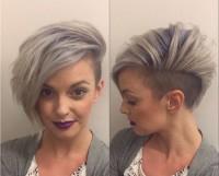 siwy blond, wygolony bok
